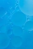 蓝绿色背景的泡影 库存图片