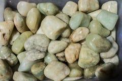 蓝绿色(蓝色绿玉)作为矿物岩石的宝石 库存照片