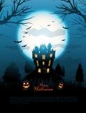 蓝色万圣夜被困扰的房子背景 皇族释放例证