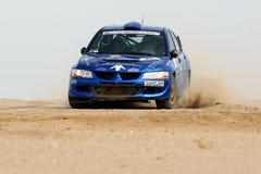 蓝色三菱#21 -科威特国际集会 免版税库存照片
