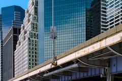 蓝色上色地区财务摩天大楼 库存图片