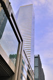 蓝色下大厦现代天空 免版税库存图片