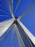蓝色下桥梁兆天空 库存照片