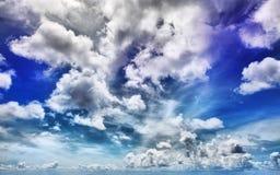 蓝色严重的天空 库存图片