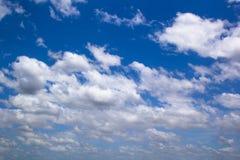 蓝色云彩天空 免版税库存照片