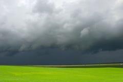蓝色云彩领域绿色天空 免版税图库摄影