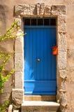 蓝色五颜六色的门入口房子普罗旺斯 免版税库存照片