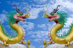 蓝色五颜六色的龙天空雕象 图库摄影