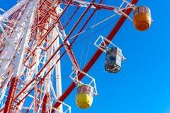 蓝色五颜六色的ferris天空轮子 图库摄影