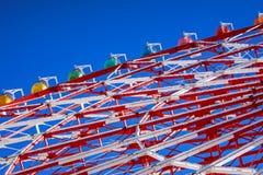 蓝色五颜六色的ferris天空轮子 库存图片