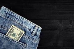 蓝色企业关闭colldet6117收集com概念美元dreamstime财务熟悉内情的href http图象牛仔裤货币更多我新的请口袋卷事宜访问被佩带的万维网 在破旧的蓝色牛仔裤的裤后袋的美元 特写镜头 免版税库存图片