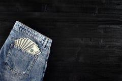 蓝色企业关闭colldet6117收集com概念美元dreamstime财务熟悉内情的href http图象牛仔裤货币更多我新的请口袋卷事宜访问被佩带的万维网 在破旧的蓝色牛仔裤的裤后袋的美元 特写镜头 图库摄影