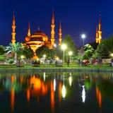 蓝色伊斯坦布尔清真寺反映 免版税图库摄影