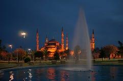 蓝色伊斯坦布尔清真寺晚上sultanahmet视图 免版税库存图片