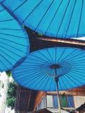 蓝色伞 免版税库存照片
