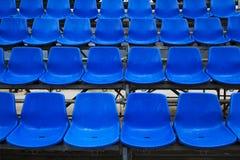 蓝色体育场位子。 免版税库存照片