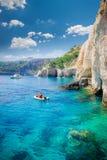 蓝色使希腊海岛zakynthos陷下 免版税图库摄影