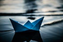 蓝色偏僻的纸小船 库存图片