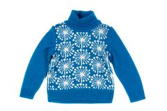 蓝色儿童` s被编织的毛线衣 在白色的孤立 库存照片