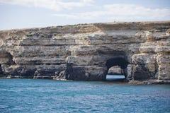 蓝色克里米亚小山横向赤裸天空 海角Tarhankut岩石海岸  免版税库存照片
