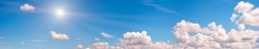 蓝色全景天空 库存图片