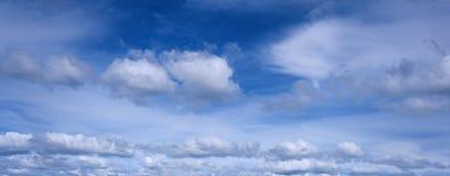 蓝色全景天空 免版税库存图片