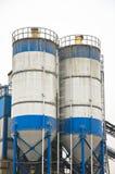 蓝色具体工厂天空白色 免版税库存照片