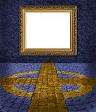 蓝色典雅的框架金黄被绘的墙壁 免版税库存图片
