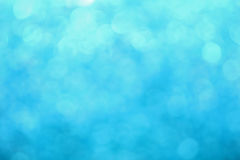 蓝色冬天bokeh点燃抽象背景 免版税库存图片