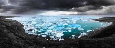蓝色冰全景 库存图片