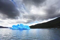 蓝色冰冰山 库存照片