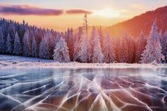 蓝色冰和镇压表面上  图库摄影