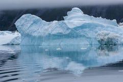 蓝色冰山在格陵兰 免版税库存图片