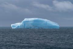 蓝色冰山 免版税库存照片
