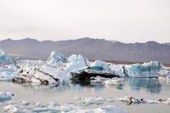 蓝色冰川冰Jokulsarlon盐水湖冰岛 免版税库存照片