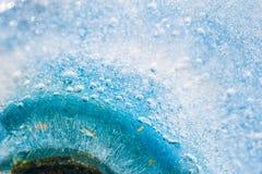 蓝色冰的宏观图象 库存照片