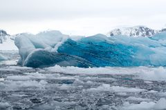 蓝色冰,南极洲 免版税图库摄影