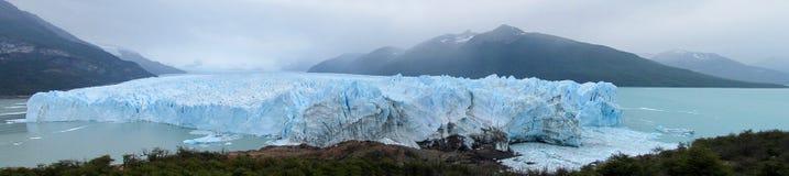 蓝色冰glaciar佩里托莫雷诺 库存图片