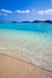 蓝色冲绳岛透明水 免版税库存图片