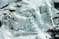 蓝色冷的冰墙壁 免版税库存图片