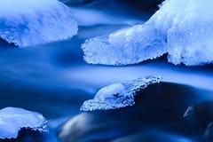 蓝色冻结的河 图库摄影