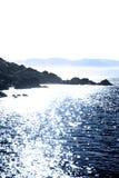 蓝色凯利岩石平静的视图 库存图片