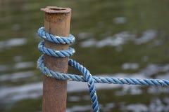 蓝色划船结 免版税图库摄影