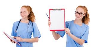 蓝色制服的俏丽的医生有在白色隔绝的文件的 库存照片