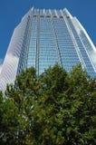 蓝色办公室塔 免版税库存图片