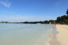 蓝色加勒比海和海滩在牙买加 免版税库存图片