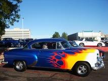 蓝色发火焰的hotrod 库存图片