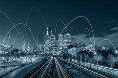 蓝色口气城市scape和网络连接概念 免版税库存照片
