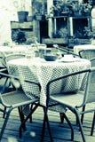 蓝色口气的室外餐馆 免版税库存照片