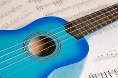 蓝色吉他/ukelele 免版税库存图片